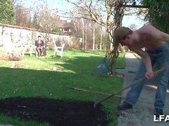 Mature defoncee par le jardinier