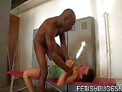 Espárrago gays quiere correa del atleta del músculo de la negro dude