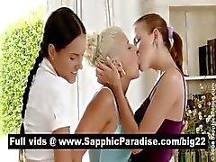 Triguena sensual y de rubia lesbianas kissinga y la que se desnudan en una orgía lesbianas tres bandas