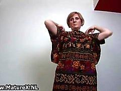 Vieze oude huisvrouw strippen
