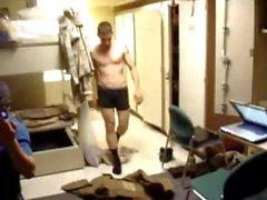 Exército Str8 Guy Stiptease nos Barracks