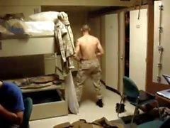 Str8 Ejército Guy Stiptease en los cuarteles