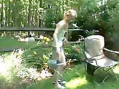 Sıska kiz Bahçe içinde mastürbasyon