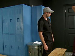 Jeune Muscle College Boy Rough Fucks Horny Janitor