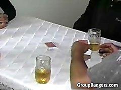 Partij van poker wordt hardcore orgie