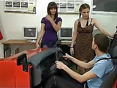 Twee zeer boos pissig rij-instructeurs