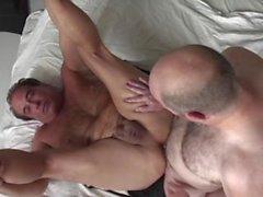 Gay grandpas sont excités à baiser les uns les autres