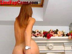 Perfect Petite Blonde получает голый на веб-камеру