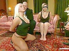 Curvy slavar Sara i Jay samt Kait Snow