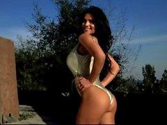 Denise Milani a sexy dans des seule pièce - de non nu