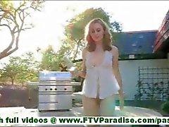 MaeLynn fragile peu masturber blonde avec le pot en verre et d'insertion pot en verre dans la foufe