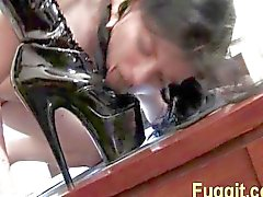 spanking slet likt voeten