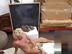 Прямо гей Pee изображение Blonde мышечной серфер мальчик нуждается в ок