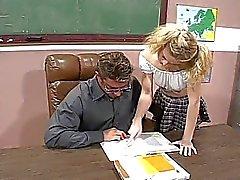 Blond school fickt ihre heiße Lehrerin