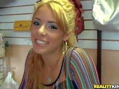 Den förtjusande blond tonåring Latina helgdagsaftonen Evans teases Jmac