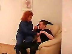 Fat do Redhead No Mamas Saggy fodido em uma cadeira