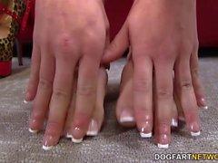 Eva Angelina fà una sega di BBC con i piedi che sexy