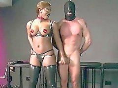Грудастая негр хозяйкой запускается пизду лижет к рабу
