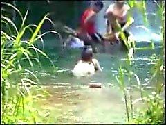 Ricos Pechos en el rio
