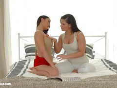 Exotic bedtime stories por Sapphic Erotica lésbica amor pornô com PussyKat Athina
