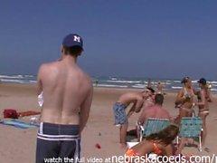 praia de topless nipslips vídeo verdadeira casa