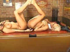 Lucy Summers et Dannii Harwood 2 pour 1