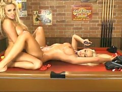 Lucy Summers e Dannii Harwood 2 para 1
