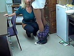 Mature blonde gros boobs suce une jeune queue black