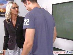 Kön läraren Emma Starr tar cock av klassrum