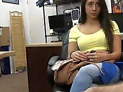 Estrecha aficionado coño brunette nena chocó de la casa de empeño