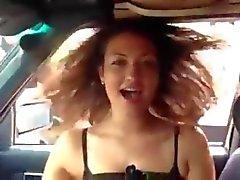 Симпатичная Девочка кончает со баса в автомобиле