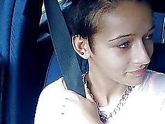 Stranded tonårs Vanessa krossas offentligt