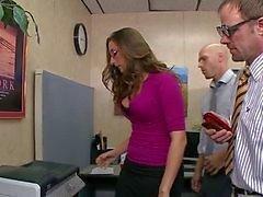 Super lief Britse brunette met een bril office neuken