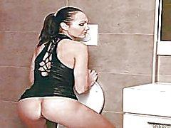 Seksikäs Tsekin eroottisen malli Jennifer Maksimiäänimäärä on varustettu ho