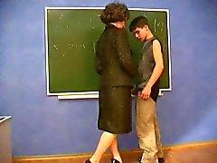 MILF lärare förför ung student