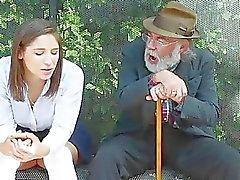 Abella Peligro en la parada follan por tio