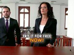 L'avvocato Leanna dolce fornisce tutto vincere la causa .