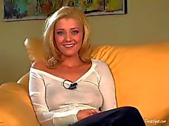 Heaven Sent Blonde beauty Carli di Banks offre colloquio di