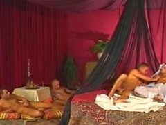 Arab princeand ses jouets des boy