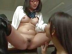 Asiatiche Lesbiche Studentessa con fica conquista un mago sul Maestro