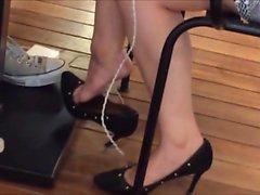 Ehrlich Erstaunlich Shoeplay Toes am Mittag Hanging