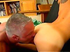 Xxx Homosexuell Sex-Richtungsvideos Dieses schöne und muskulierte Stück