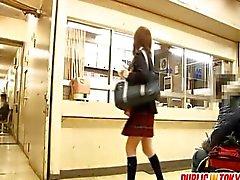 Adolescente japoneses desobediente sendo fodida
