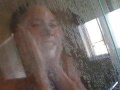 Cristina Rose toma una ducha las mañanas