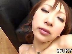 Vibrador vs boceta molhada asiática