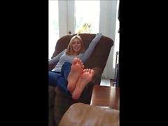 Riesige Blonde Füße und Lange Zehen Zu Hause