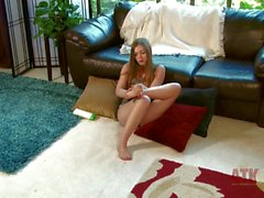 Aurielee Summers loves touching her bare feet