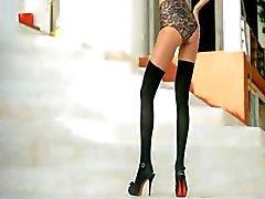 Blackhaired skinny girl dildoing snatch