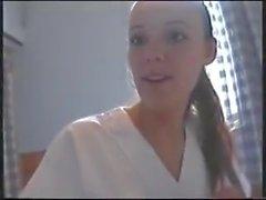 Salope qui joue a l'infirmiere