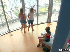 Di Mercedes di Lynn Dani Daniels e la Shyla Jennings ha giochino con i nuovi giocattoli
